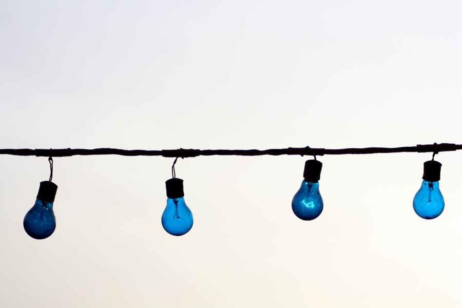 lights blue wire lighbulbs